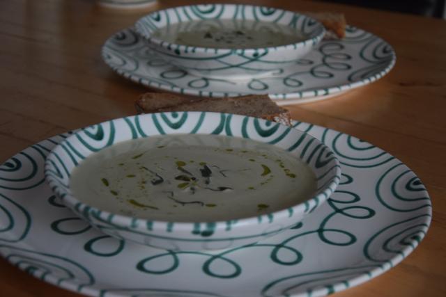 Bohnensuppe mit frittiertem Salbei (4)
