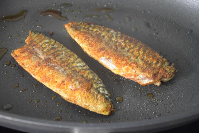 Makrele mit Ingwercreme und Pistazien-Kardamomsalsa (3)