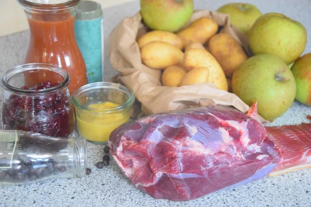 Hirschbraten mit Bratäpfel und Speckkartoffel (1)