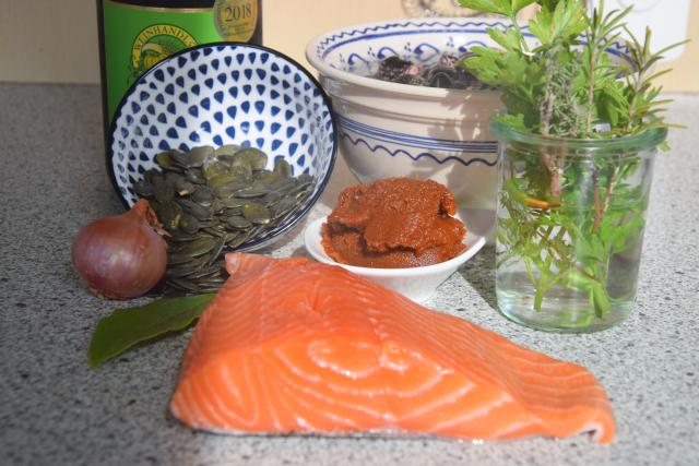 Lachs mit Käferbohnen und Kürbiskern-Gremolata (1).png