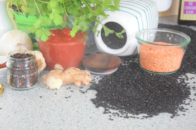 Linsensuppe, Lachs mit Pinienkerne-Salsa, Schokolade (1)