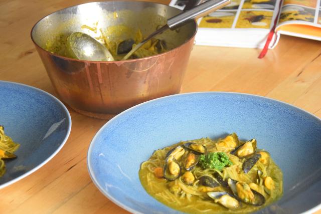 Suppe mit Maisnudeln mit Miesmuscheln (5)