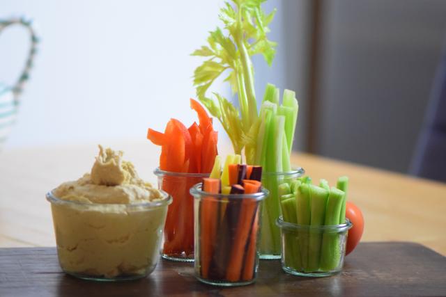 Kichererbsenmus mit Gemüsesticks (5)