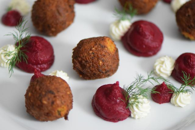 Roter-Rüben-Hummus mit Falafel (3)