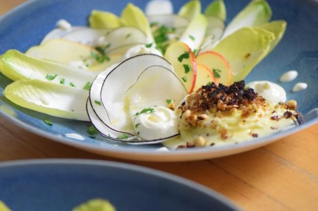 Saint-Marcellin unter Haselnuss-Kruste mit Rettich-Apfel-Salat und Kren-Espuma (3)
