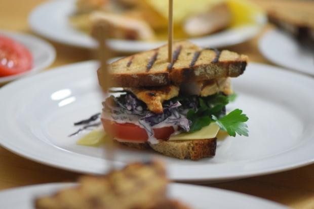 Krautsalat-Hähnchen-Roggenschnitte (3)