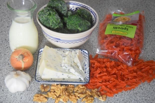 Linsennudeln mit Spinat und Blauschimmelkäse (1)