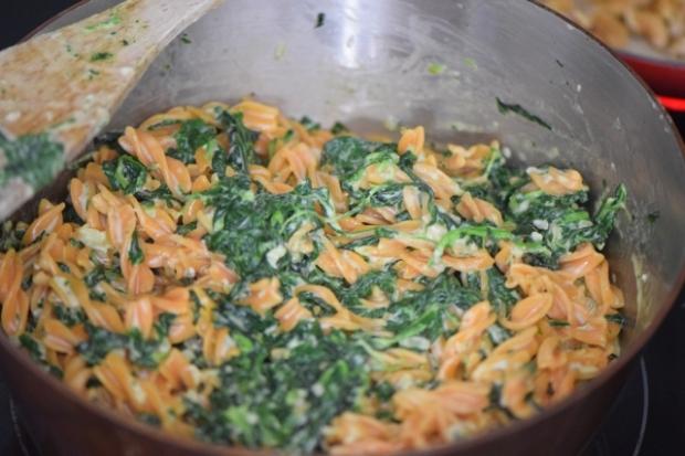Linsennudeln mit Spinat und Blauschimmelkäse (2)