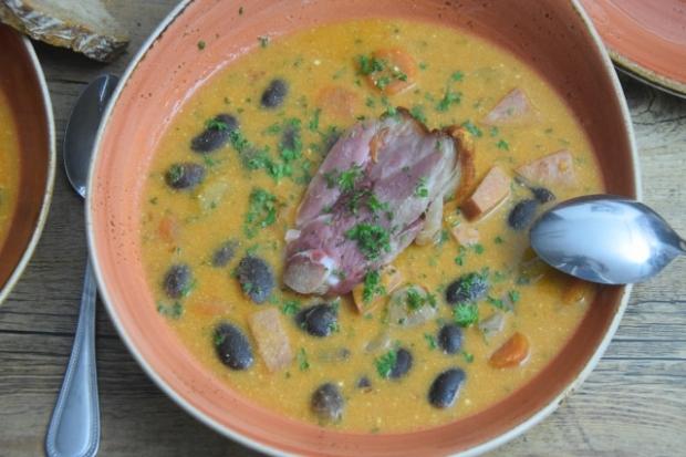 bohnensuppe mit selchwurst und stelze (3)