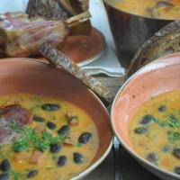 Ungarische Bohnensuppe mit Selchwurst