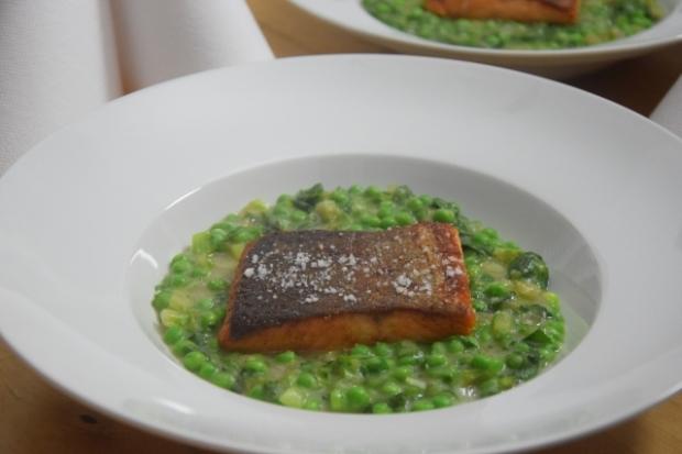 Kochsalat mit Erbsen und Lachs (2)
