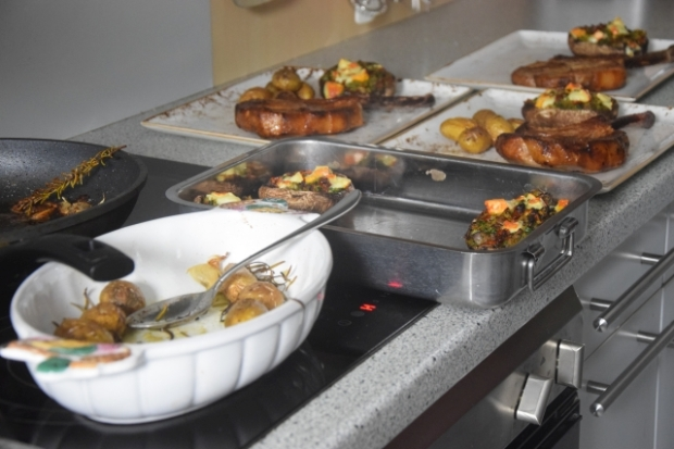 Schweins-Kotelett mit gefüllten Portobellos (3)