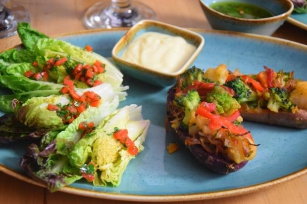 Gefüllte Süßkartoffeln mit Salatherzen (3)