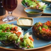 Gefüllte Süßkartoffeln mit Salatherzen