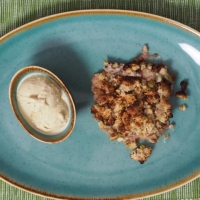Rhabarber-Crumble mit Vanilleeis