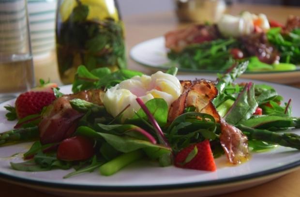 Spargel-Erdbeeren mit pochiertem Ei (5)