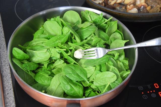 Eier mit Spinat und Pilzen (5)