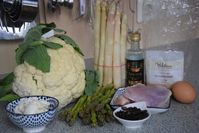 Hühnerschnitzel mit  Spargel und Karfiolpüree  (1).jpg