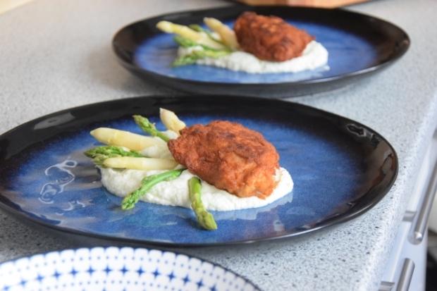 Hühnerschnitzel mit Spargel und Karfiolpüree (3)