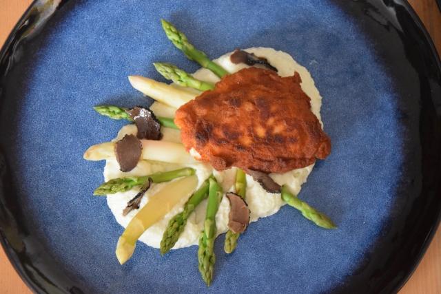 Hühnerschnitzel mit Spargel und Karfiolpüree