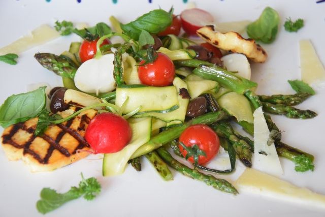Wilder, gegrillter Spargel-Salat (3)