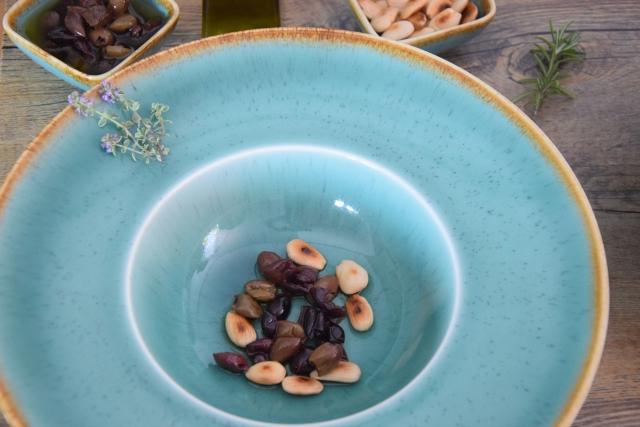 Melanzani-Kräuter-Suppe mit Taggiasche-Oliven (4)