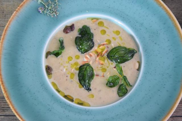 Melanzani-Kräuter-Suppe mit Taggiasche-Oliven (6)