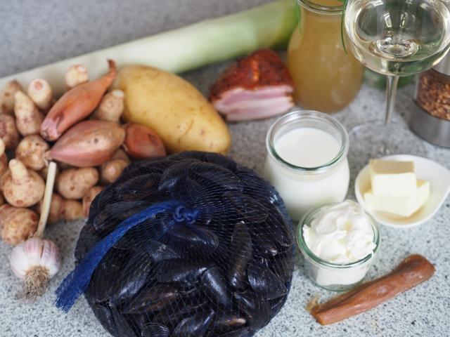 Miesmuscheln in Topinambur-Velouté mit Topinambur- und Kartoffel-Chips (1).jpg