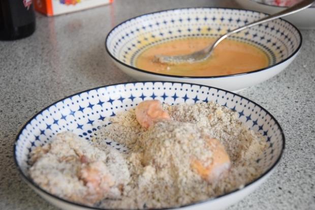 Panierte Hühnerkeulen mit Mandeln (2)