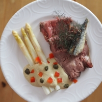 Spargel mit Thunfischsauce & Roastbeef