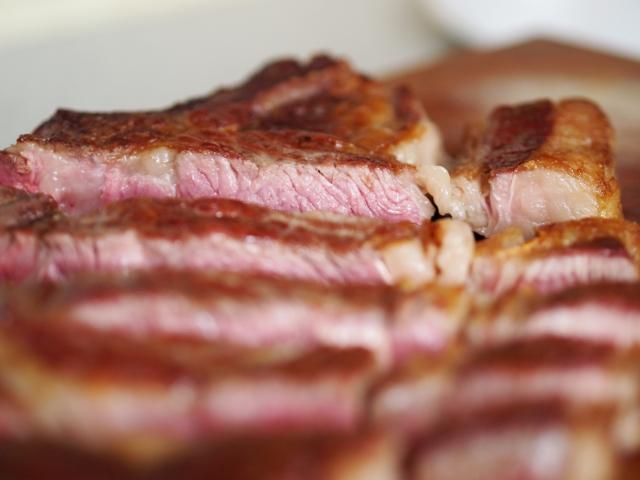 Steak mit Melonensalat und Frischkäsedip