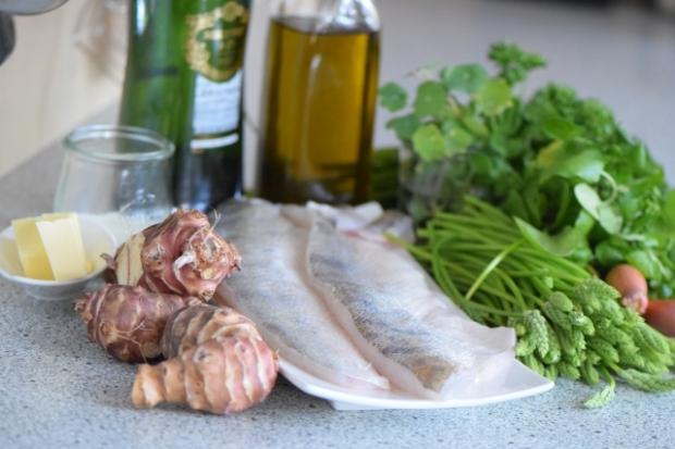 Zander mit Wildspargel, Brunnenkresse-Püree und Topinambur-Chips (1)