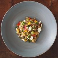 Schafkäse-Mango-Salat mit Reis