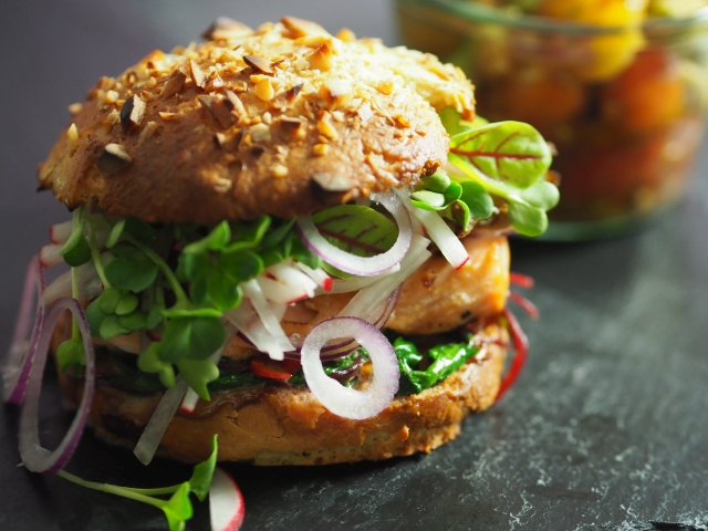Lachs-Haselnuss-Burger