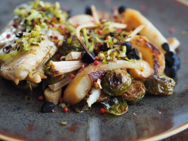Hühnerbrust mit Lauch und Kohlsprossen-Salat (2).jpg