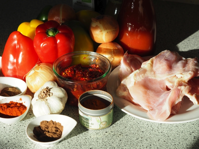Hühnerkeulen mit Lecsó (1).jpg