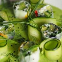 Reispapier-Rollen mit Mönchsbart und Salatgurke